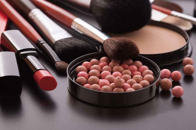 Największe osiągnięcia w dziedzinie makijażu dokonały sie w ciagu ostatnich 20 lat /123RF/PICSEL