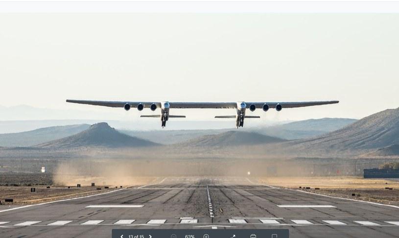 Największy był największym na świecie samolotem pod względem rozpiętości skrzydeł /Stratolaunch Systems Corp / AFP /East News