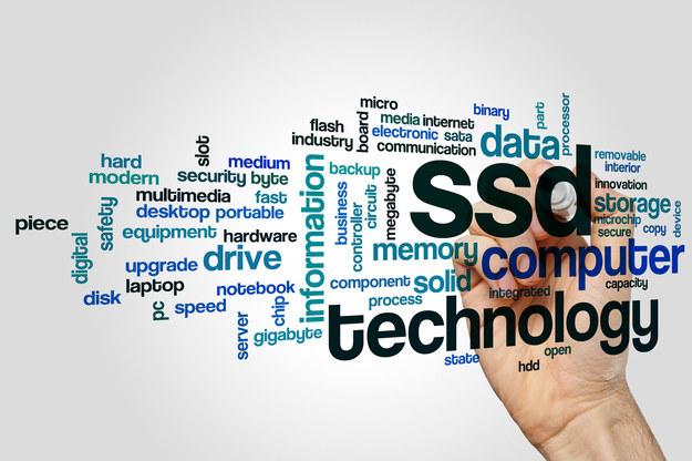 Największy jak do tej pory 15 TB dysk SSD został skierowany do sprzedaży przez Samsung Corp, najszybszy dysk SSD zapowiada z kolei Seagate /123RF/PICSEL