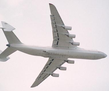 Największy samolot świata przywiezie środki do walki z koronawirusem