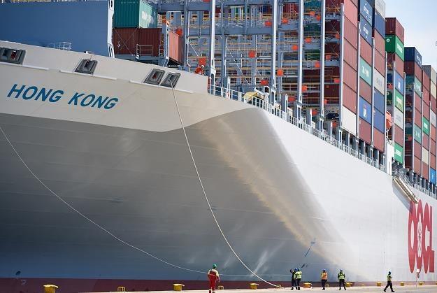 Największy statek kontenerowy na świecie zacumował w Gdańsku /fot. Adam Warżawa /PAP
