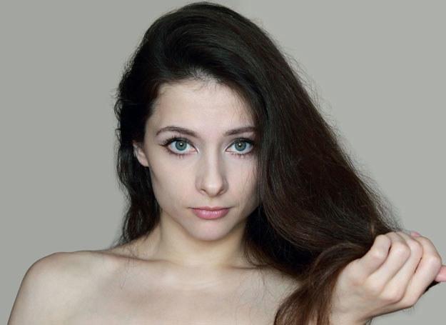 Największym grzechem posiadaczek tłustych włosów jest zbyt częste mycie głowy /123RF/PICSEL