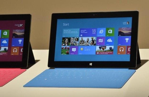 Najwyraźniej Microsoft wciąż liczy na sukces i powodzenie na rynku tabletów. /AFP