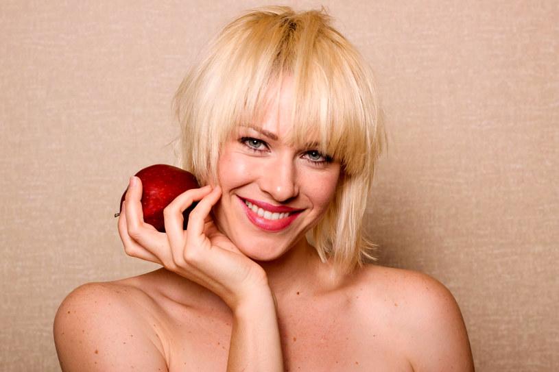 Najzdrowsze są jabłka na surowo, jedzone ze skórką /123RF/PICSEL