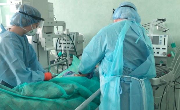 Nakaz pracy w jednym szpitalu dla ponad 15,5 tysięcy osób. NFZ weryfikuje