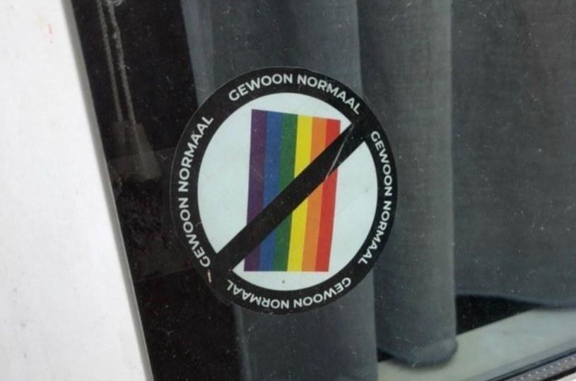 """Naklejki """"anty-LGBT"""" w Antwerpii /Instagram /Archiwum autora"""