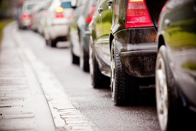 Naklejki pojawiły się m.in. na lusterkach samochodów /© Panthermedia