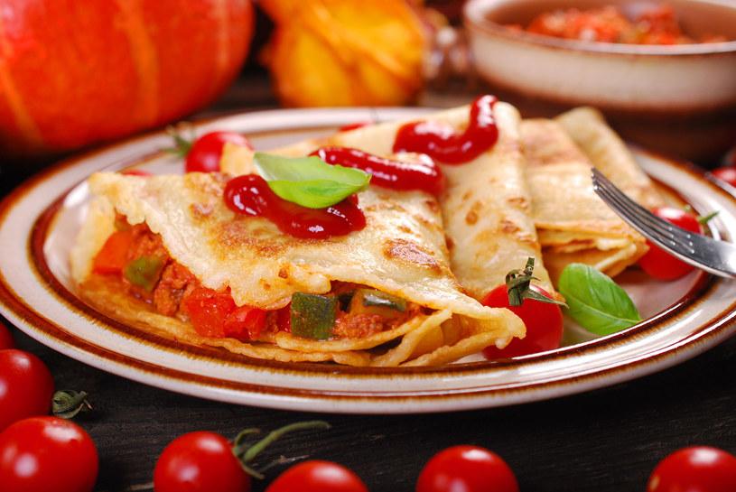 Naleśniki możesz polać keczupem lub swoim ulubionym sosem /123RF/PICSEL