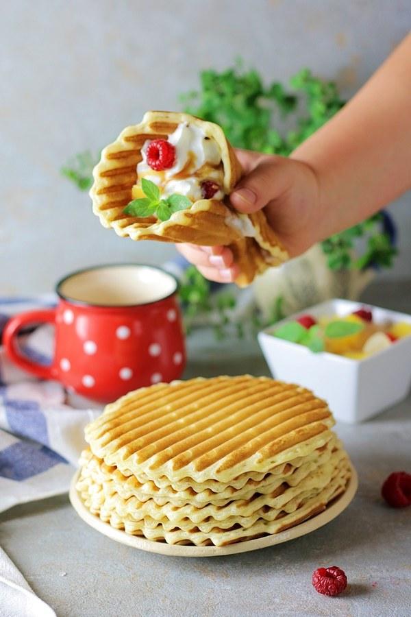 Naleśniki to potrawa, którą można podać zarówno na słodko, jak i na słono /materiały prasowe
