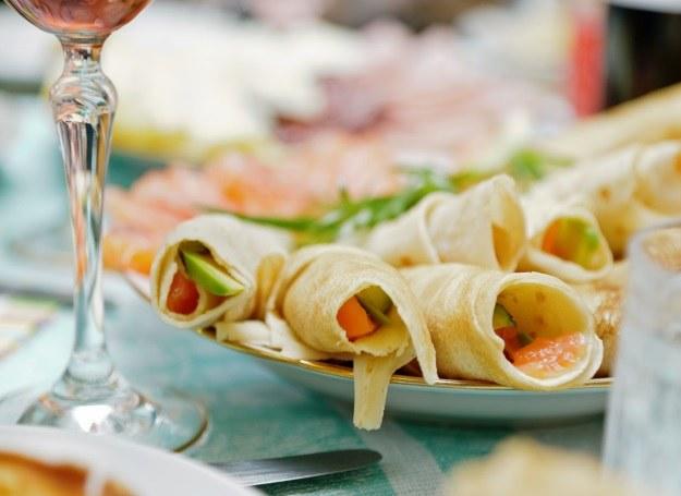 Naleśniki z łososiem - propozycja smacznej przystawki /123RF/PICSEL