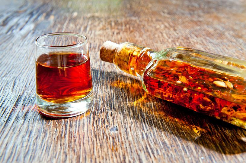 Nalewka bursztynowa: Dlaczego warto pić? Jak zrobić? /123RF/PICSEL