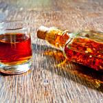Nalewka bursztynowa: Dlaczego warto pić? Jak zrobić?