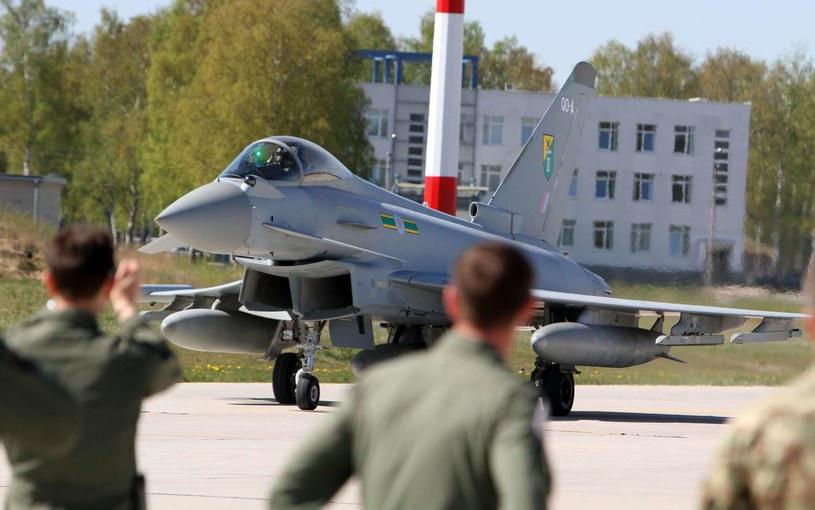 Należący do brytyjskich sił powietrznych europejski myśliwiec Tajfun w bazie Szawle /AFP