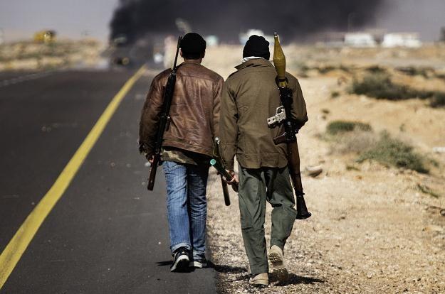 """""""Należy być ostrożnym z decyzją o uznawaniu tej czy innej grupy opozycyjnej w Libii"""". /AFP"""