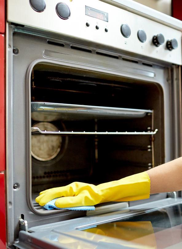 Należy myć piekarnik po każdym użyciu /©123RF/PICSEL