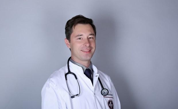 """""""Należy szukać przyczyny bólu, a nie go eliminować"""" Ekspert o problemach żołądkowych"""