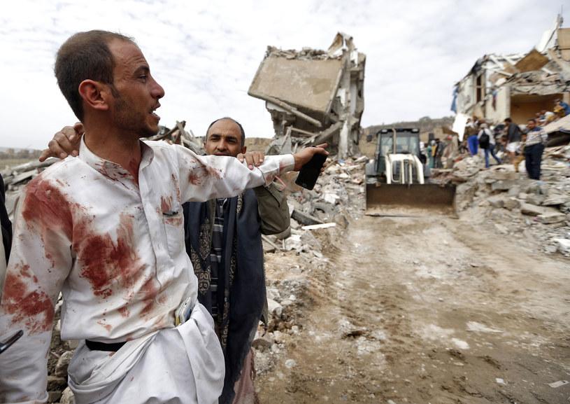 Nalot na Fadż Attan - południowe przedmieścia Sany. /MOHAMMED HUWAIS /AFP