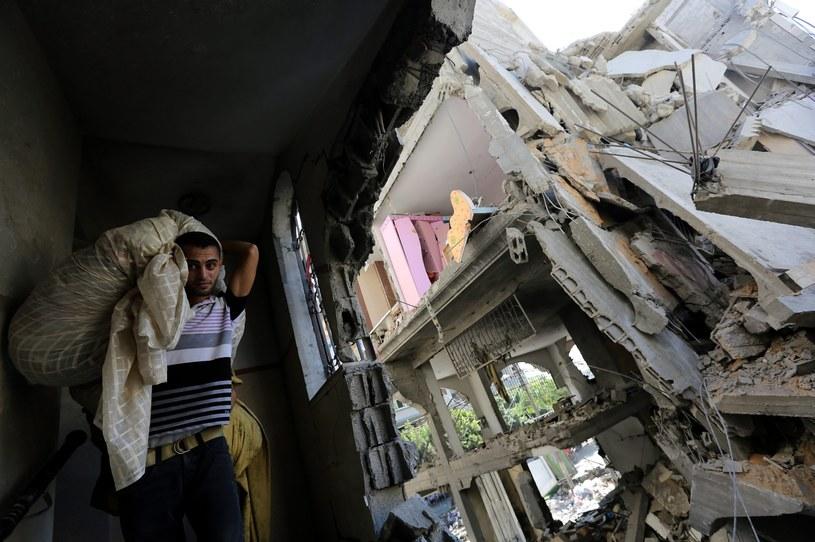 Naloty zniszczyły prawie 350 budynków w Gazie /PAP/EPA