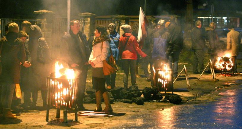 Namiotowy protest przeciwko likwidacji kopalni przed bramą KWK Sośnica-Makoszowy w Gliwicach /Andrzej Grygiel /PAP