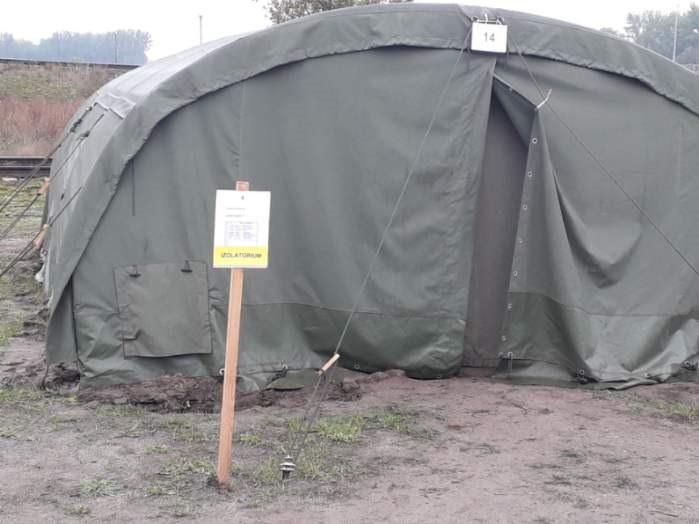 Namioty, w których muszą pozostać rezerwiści /Gorąca Linia RMF FM