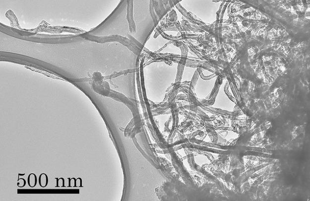 Nanorurki - obraz spod mikroskopu świetlnego.   Fot. NASA /materiały prasowe