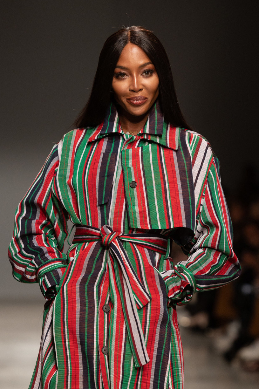 Naomi Campbell uświetniła poniedziałkowy pokaz debiutującego na Paryskim Tygodniu Mody nigeryjskiego projektanta Kennetha Ize /Zabulon Laurent/ABACA /East News