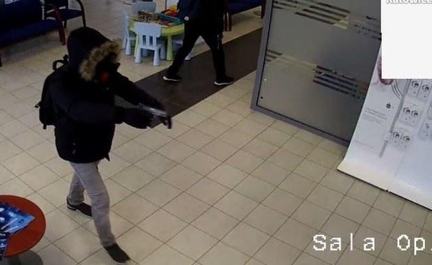 Napad na bank w Katowicach. Policja publikuje nagranie