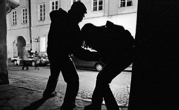 Napad na właściciela kantoru w Olkuszu. Napastnicy ukradli walizkę z pieniędzmi