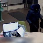 Napadł na placówkę bankową, a uciekając… zgubił pieniądze. Policja publikuje film!