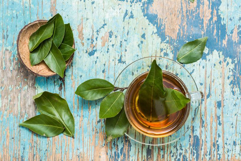 Napar z liści laurowych pomoże w bólach reumatycznych, artretyzmie i odchudzaniu /123RF/PICSEL