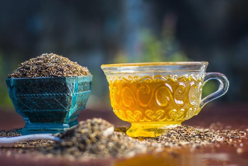 Napary z ziół i przypraw to świetne napoje na zimowe dni /123RF/PICSEL