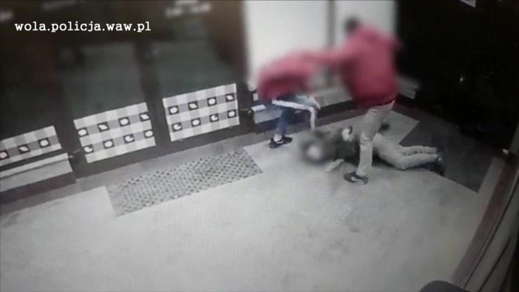 Napastnicy kopali i bili ofiarę po głowie /Policja