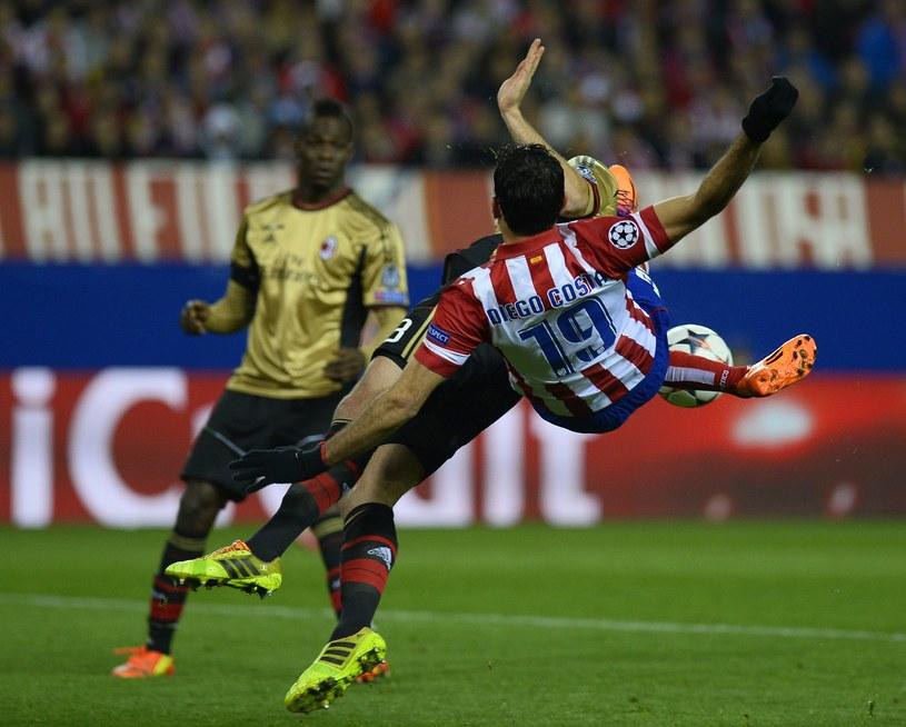 Napastnik Atletico Madryt Diego Costa strzela na bramkę Milanu /AFP