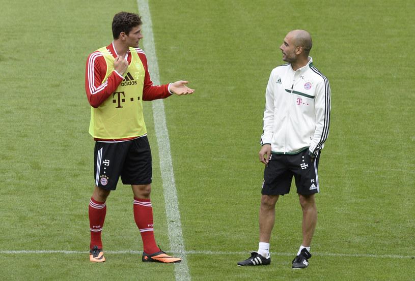 Napastnik Bayernu Monachium Mario Gomez i trener Pep Guardiola /AFP