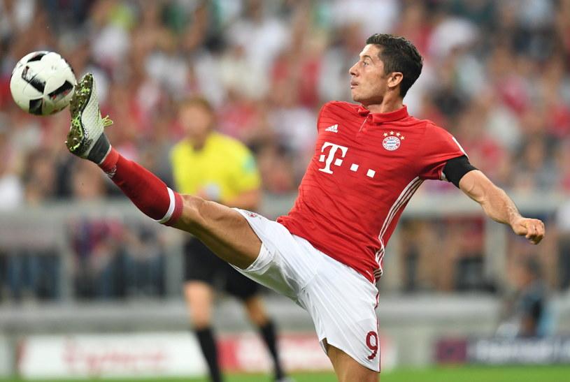 Napastnik Bayernu Robert Lewandowski w meczu z Werderem /PAP/EPA