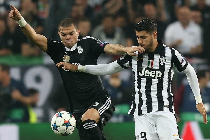 Napastnik Juventusu Turyn Alvaro Morata (z prawej) i obrońca Realu Madryt Pepe /AFP