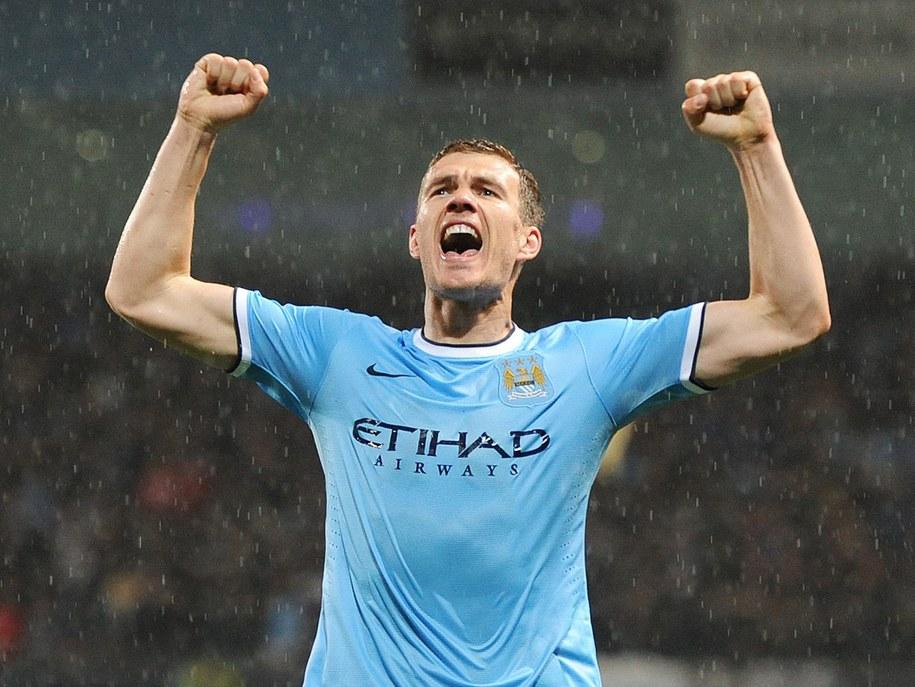 Napastnik Manchesteru City Edin Dzeko po zdobyciu bramki w meczu Aston Villą /PETER POWELL   /PAP/EPA