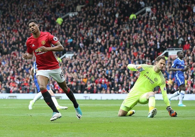 Napastnik Manchesteru United Marcus Rashford cieszy się z gola w meczu z Chelsea /PAP/EPA