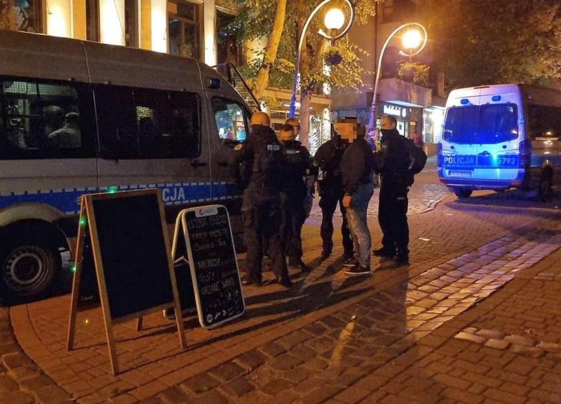 Napastnik nie potrafił wyjaśnić swojego zachowania i powodu, dla którego uderzył obcego mężczyznę /Policja Małopolska /materiały prasowe