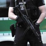 """Napastnik z maczetą rzucił się na policjantów w Serbii. Krzyczał """"Allahu akbar"""""""