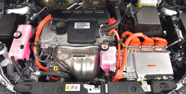 Napęd RAV4 generuje 197 KM. Pracuje płynnie i cicho, zapewnia bardzo dobrą elastyczność i w mieście zużywa 7,5-8 l/100 km. /Motor