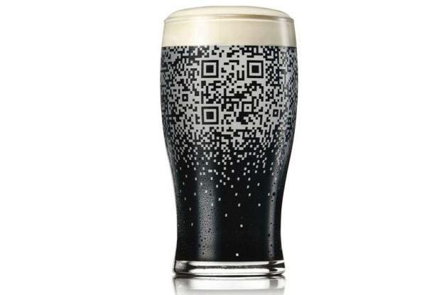 Napełnij szklankę piwem a odkryjesz tajemniczą wiadomość (Fot. adsoftheworld) /Gadżetomania.pl