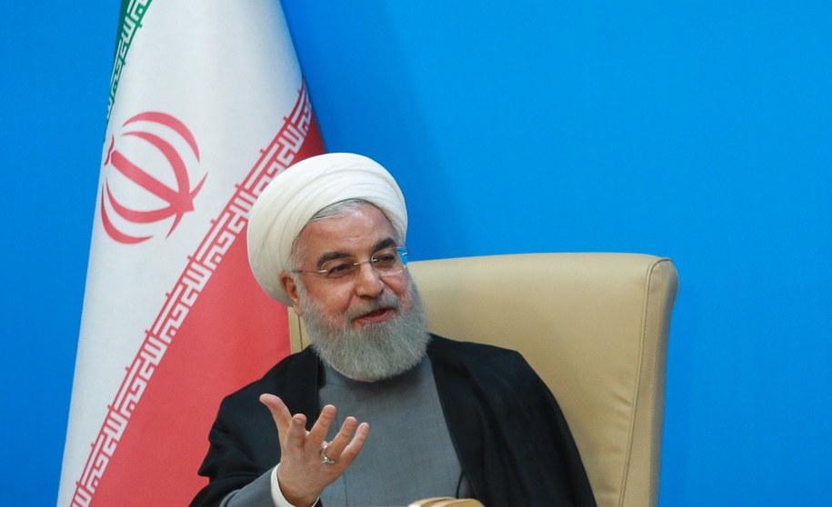 """Napięcie między Iranem a USA zwiększyło się, gdy Amerykanie nałożyli nowe sankcje na Iran. Prezydent Iranu nazwał je """"idiotycznymi"""" /Handout /PAP/EPA"""