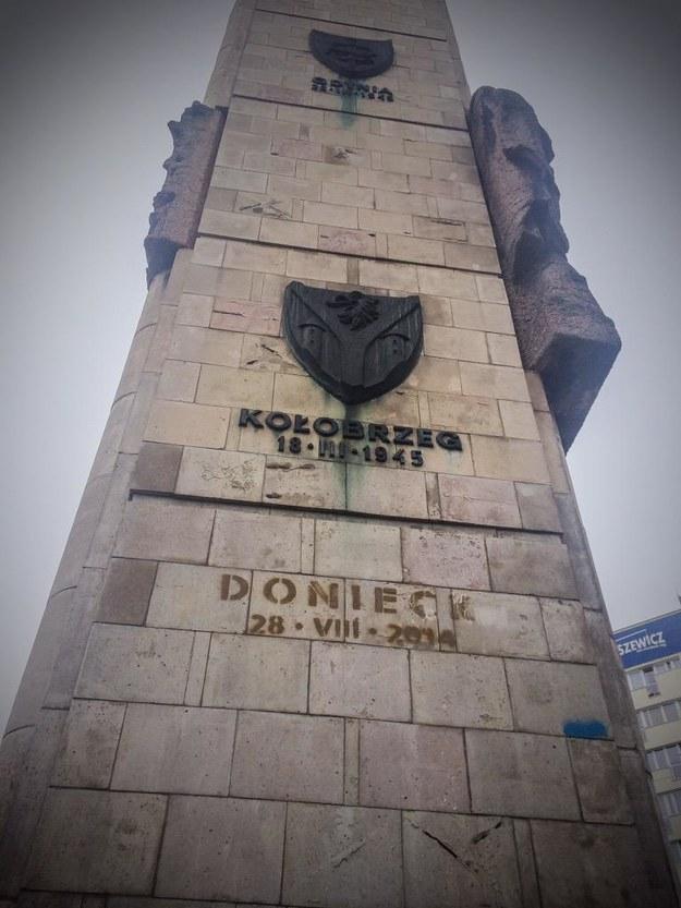 """Napis """"Donieck"""" na pomniku Wdzięczności Armii Czerwonej /Aneta Łuczkowska /RMF FM"""
