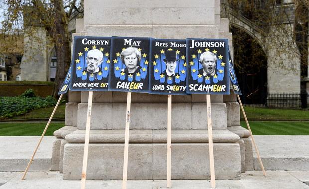 """Napis """"Unia Europejska"""" znika z brytyjskich paszportów"""