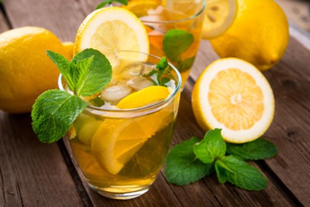 napój oczyszczający wątrobę /© Photogenica