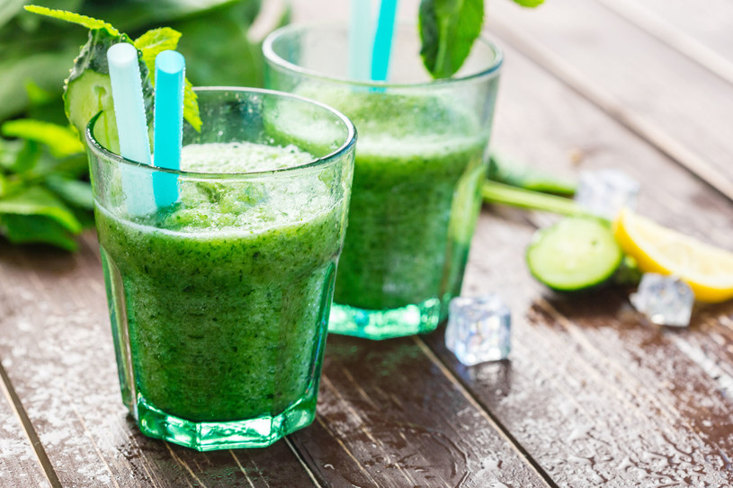 Napój pietruszkowy należy go pić 3 razy dziennie po jedzeniu /123RF/PICSEL