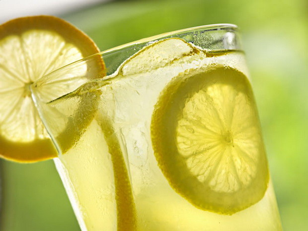 napój z cytryny /© Photogenica