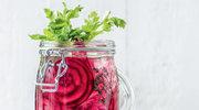 Napój z sokiem z brzozy, selerem, burakiem i tymiankiem
