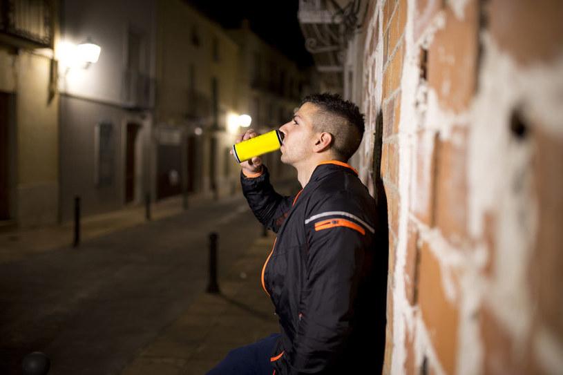 Napoje energetyzujące w nadmiernych ilościach są szkodliwe /123RF/PICSEL